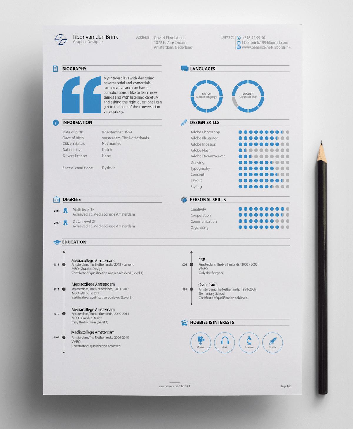 Praktyczny wzór CV z niebieskimi elementami dekoracyjnymi.