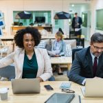 Jak napisać skuteczne CV? Praktyczne rady, które zwiększą Twoją szansę na udaną rekrutację.
